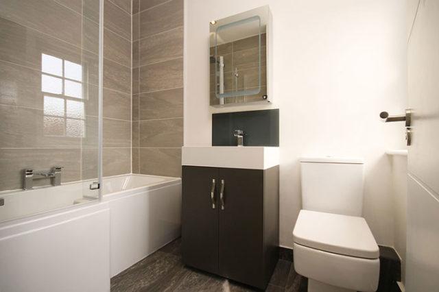 Sprawdzone sposoby jak zabezpieczyć meble łazienkowe przed wilgocią