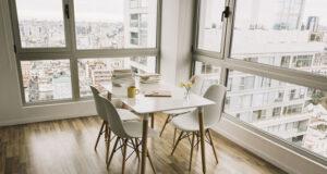 Jak wybrać krzesła Eames z połowy wieku do jadalni